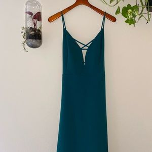 Sexy forest green dress ready for your next outing